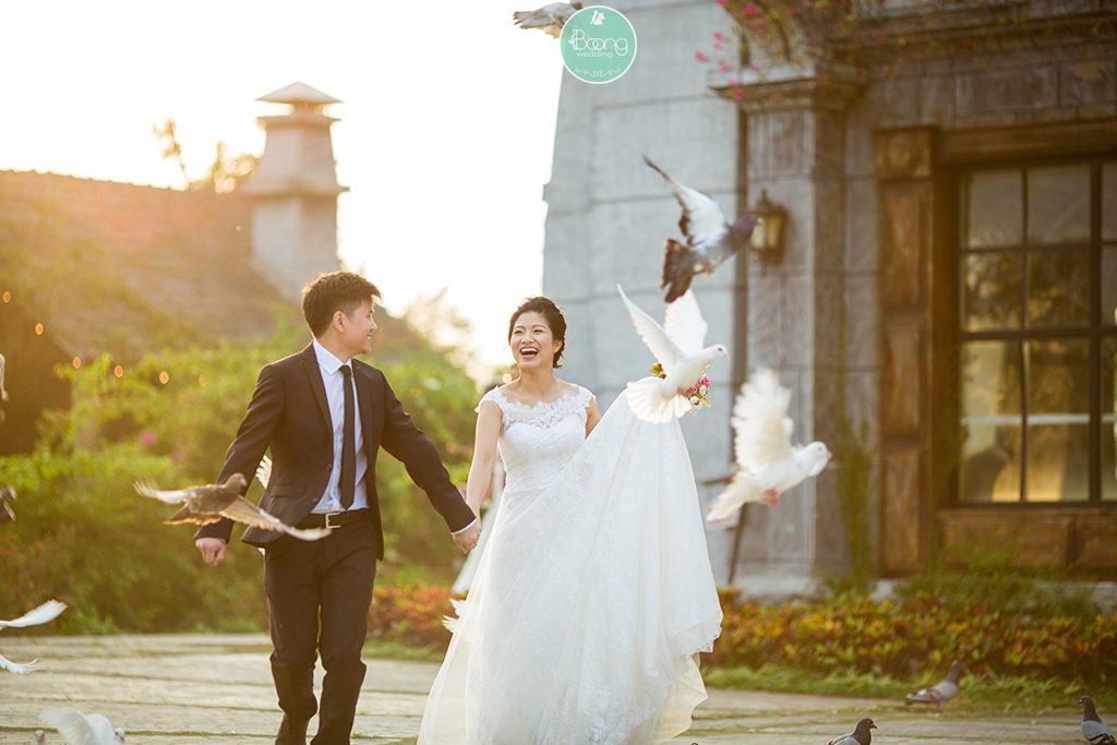 Váy cưới trắng lựa chọn kinh điển dành cho cô dâu
