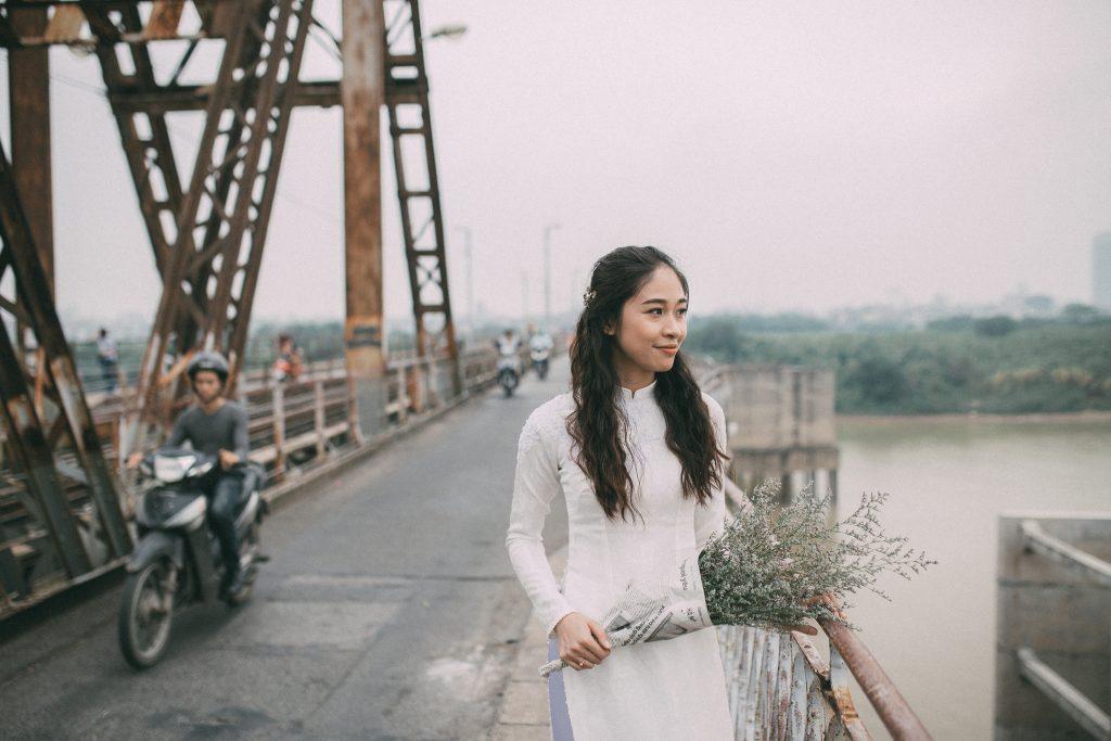 Cầu Long Biên đi vào ảnh phóng sự cưới đẹp đầy chất thơ