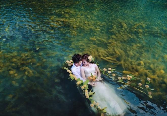 Tư thế tạo dáng chụp ảnh cưới dưới nước chuyên nghiệp