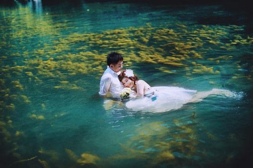 Những dáng ngồi dưới nước nửa người thường khá dễ thực hiện