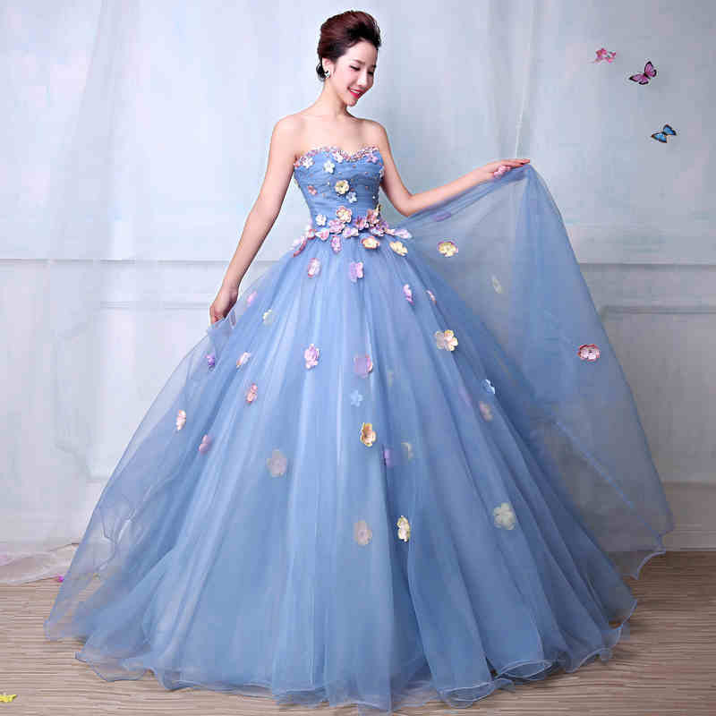 Tận dụng tà váy để tạo dáng cũng là một tư thế chụp ảnh cưới đẹp