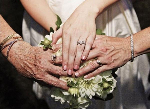 Hình ảnh nhẫn cưới từ 3 thế hệ