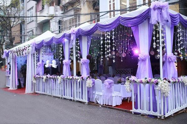Tổ chức đám cưới tại gia sẽ giúp bạn tiết kiệm được những khoản chi phí đắt đỏ khi thuê hội trường (ảnh: sưu tầm)