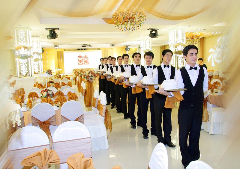 Bật mí kinh nghiệm đặt tiệc cưới giá tốt nhất tại Hà Nội