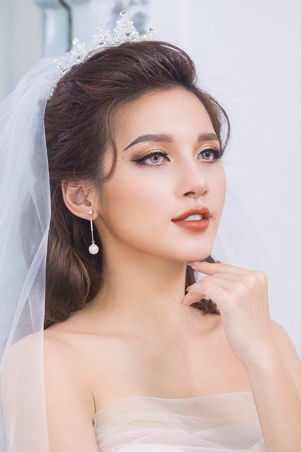Xu hướng trang điểm tone màu cam cá tính luôn hấp dẫn các nàng dâu yêu thích vẻ đẹp năng động, trẻ trung