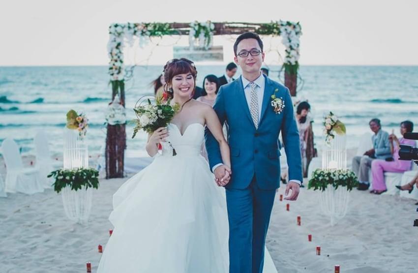 cô dâu chú rể trên bãi biển