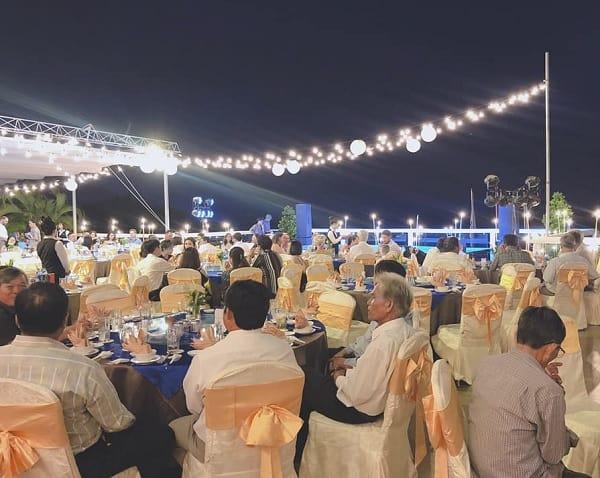 tổ chức đám cưới trên bãi biển